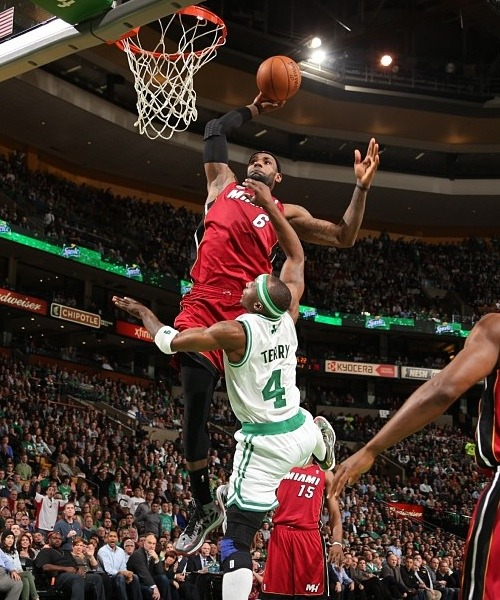 lebron-dunking-on-jason-terry