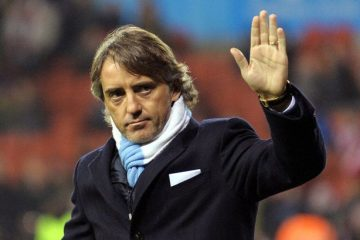 Roberto Mancini waves to fans 1885886