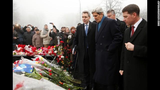 John Kerry, Ukraine, Kiev, aid, violations