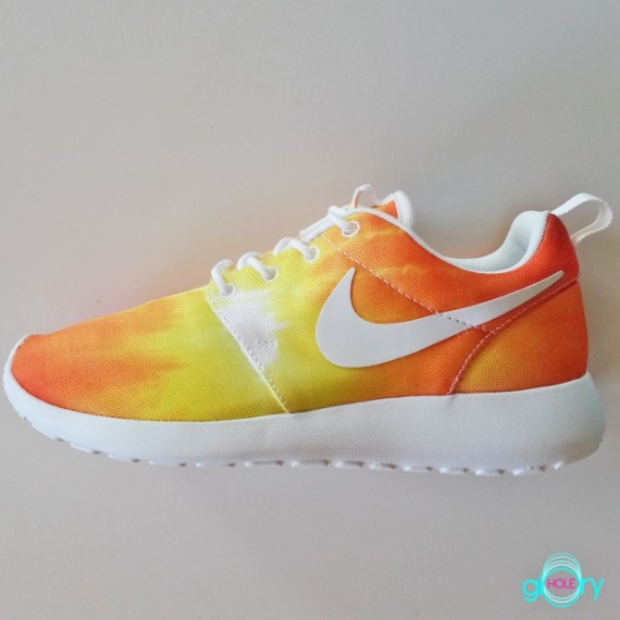 check out 651f3 36a4d Sneaker of the Day: Nike Roshe Run Heats Up The Summer With The ...