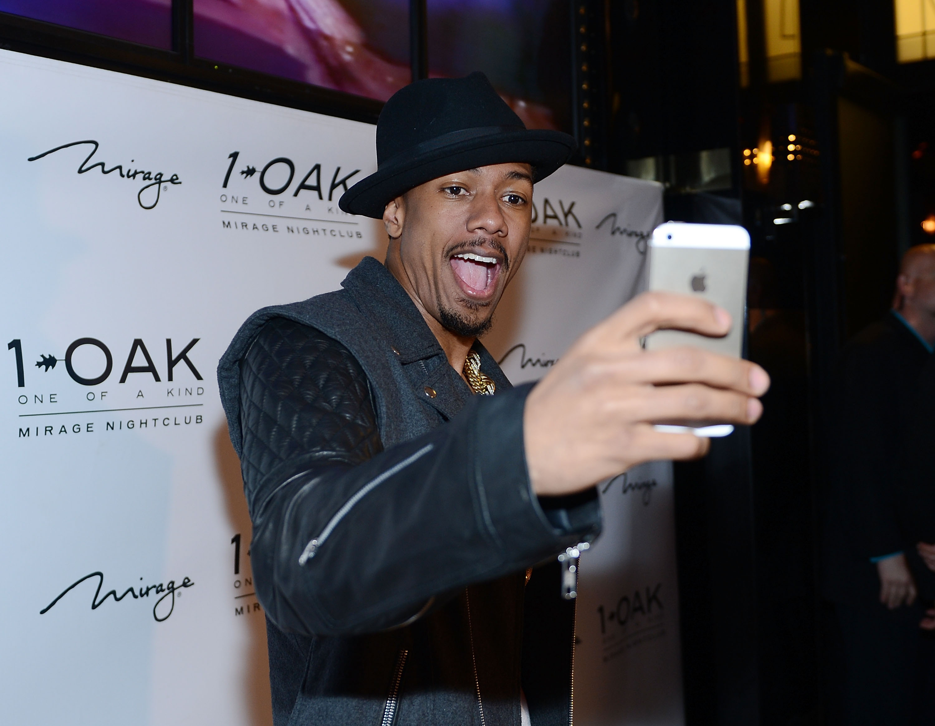 Vegas sightings nick cannon and robin thicke take over 1 oak and nick cannon djs at 1 oak nightclub at the mirage nvjuhfo Image collections