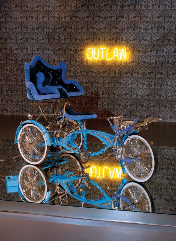 Loyalty-custom-bicycle-sculpure_Installationview
