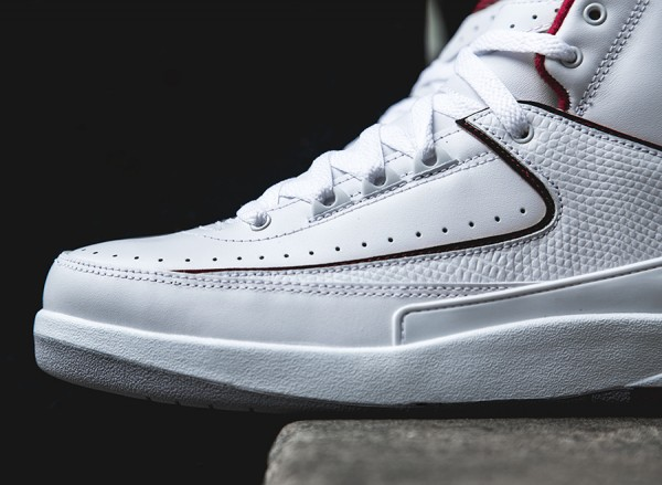 air-jordan-2-retro-white-red-grey-arriving-3