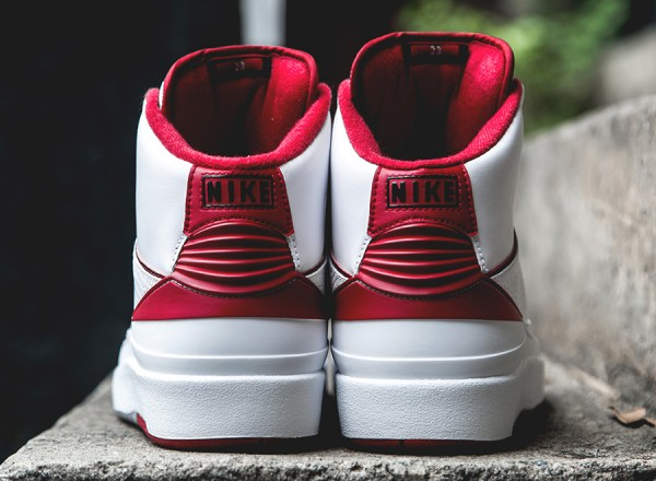 air-jordan-2-retro-white-red-grey-arriving-4