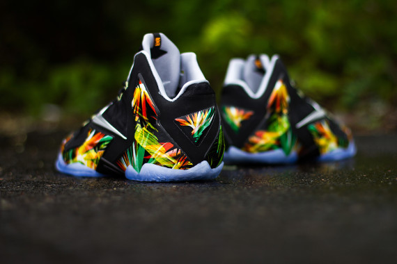 nike-lebron-11-everglades-616175-006-release-reminder-06-570x380