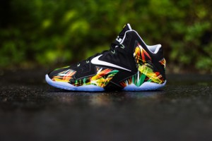 nike-lebron-11-everglades-616175-006-release-reminder-11-570x380