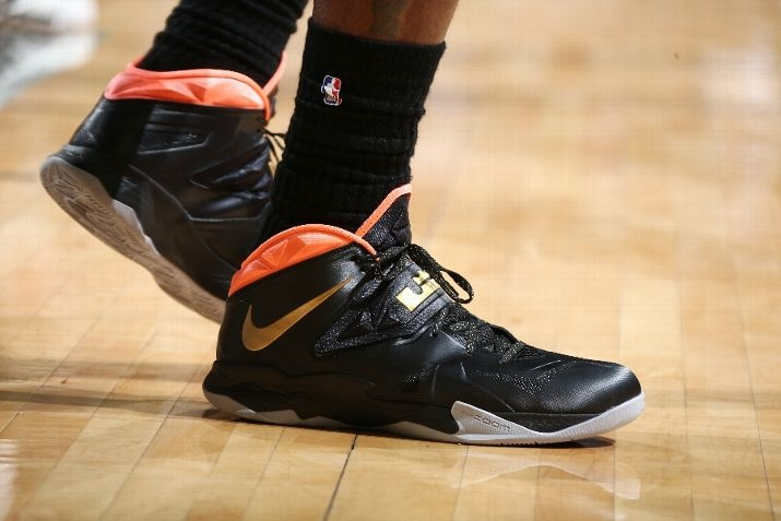 8dcaeac72a87f Sneaker Of The Day  LeBron James in the Nike Zoom LeBron Soldier 7 ...