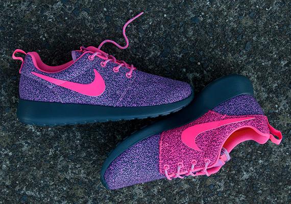 uk availability f7ba6 6f86c Check Out Nike Womens Roshe Run