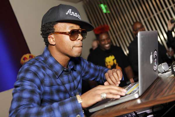 Lupe fiasco $500 twitter custom verse feature personalized