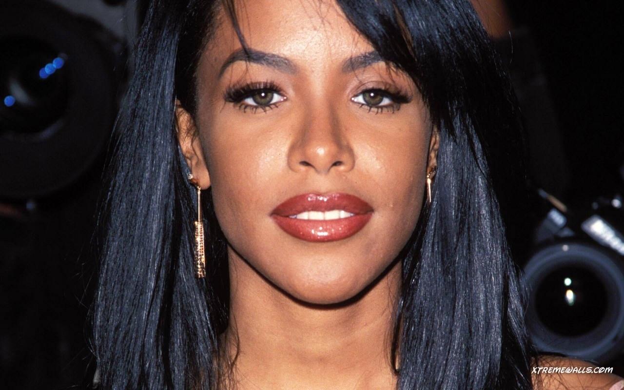 Aaliyah Nude Photos 45