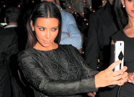 Kim Kardashian, selfie, super bowl, 2015, T Mobile, data,