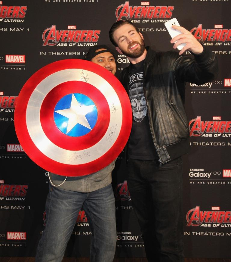 Age of ultron star chris evans treats fans to special meet and age of ultron star chris evans treats fans to special meet and greet m4hsunfo Image collections