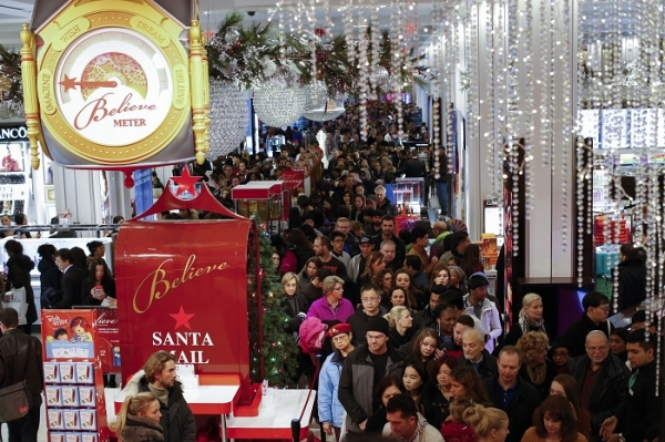black-friday-shoppers-at-macys-in-herald-square