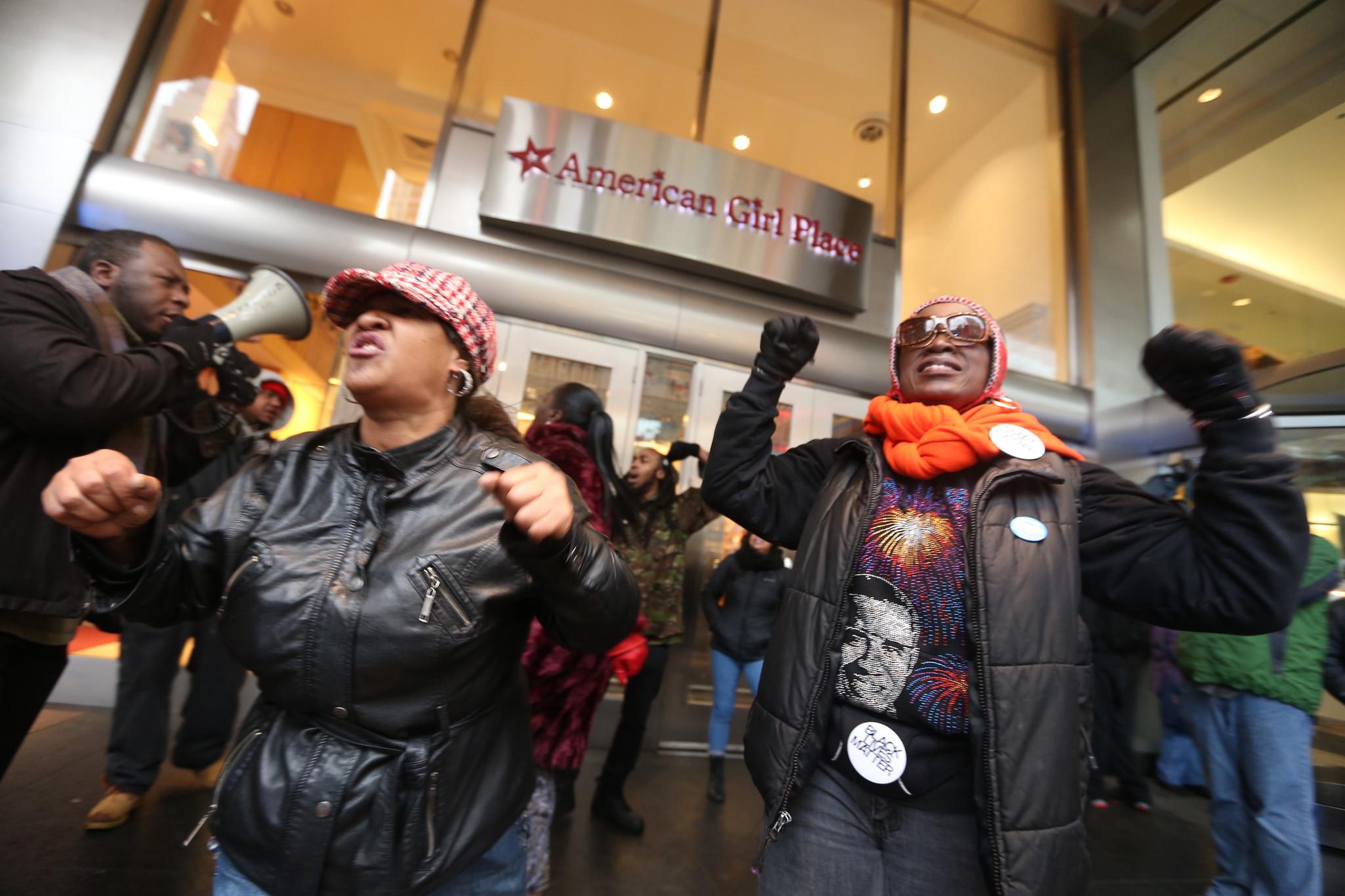protestors chicago SOURCE