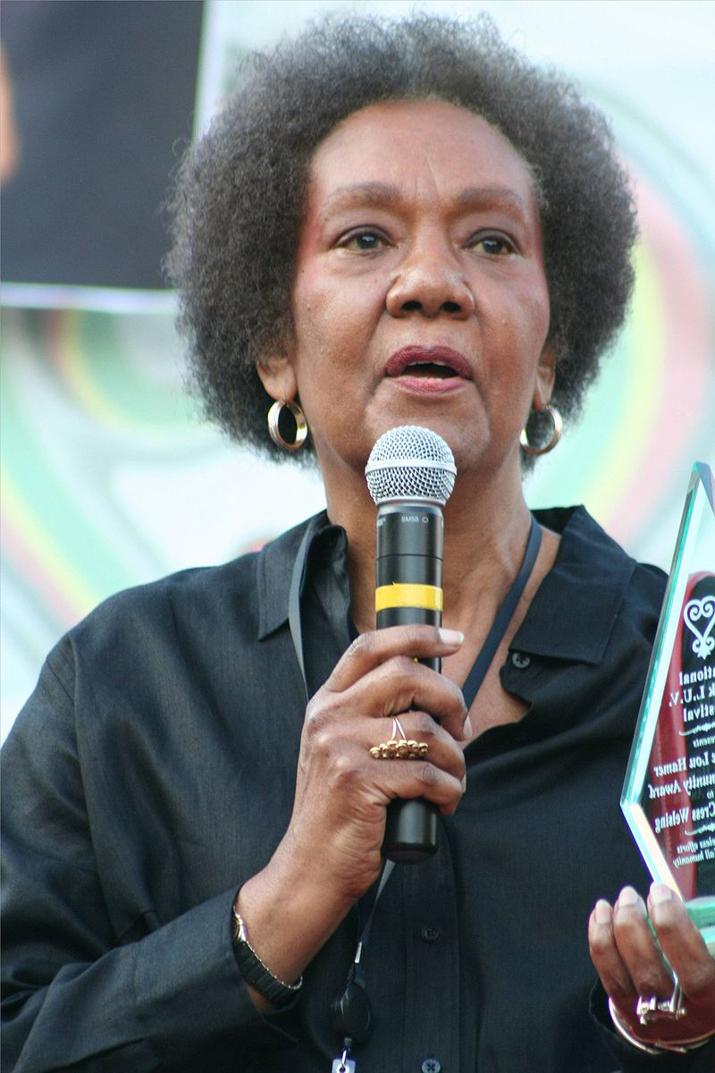 px Dr  Frances Cress Welsing receives Community Award at National Black LUV Festival in WDC on  September