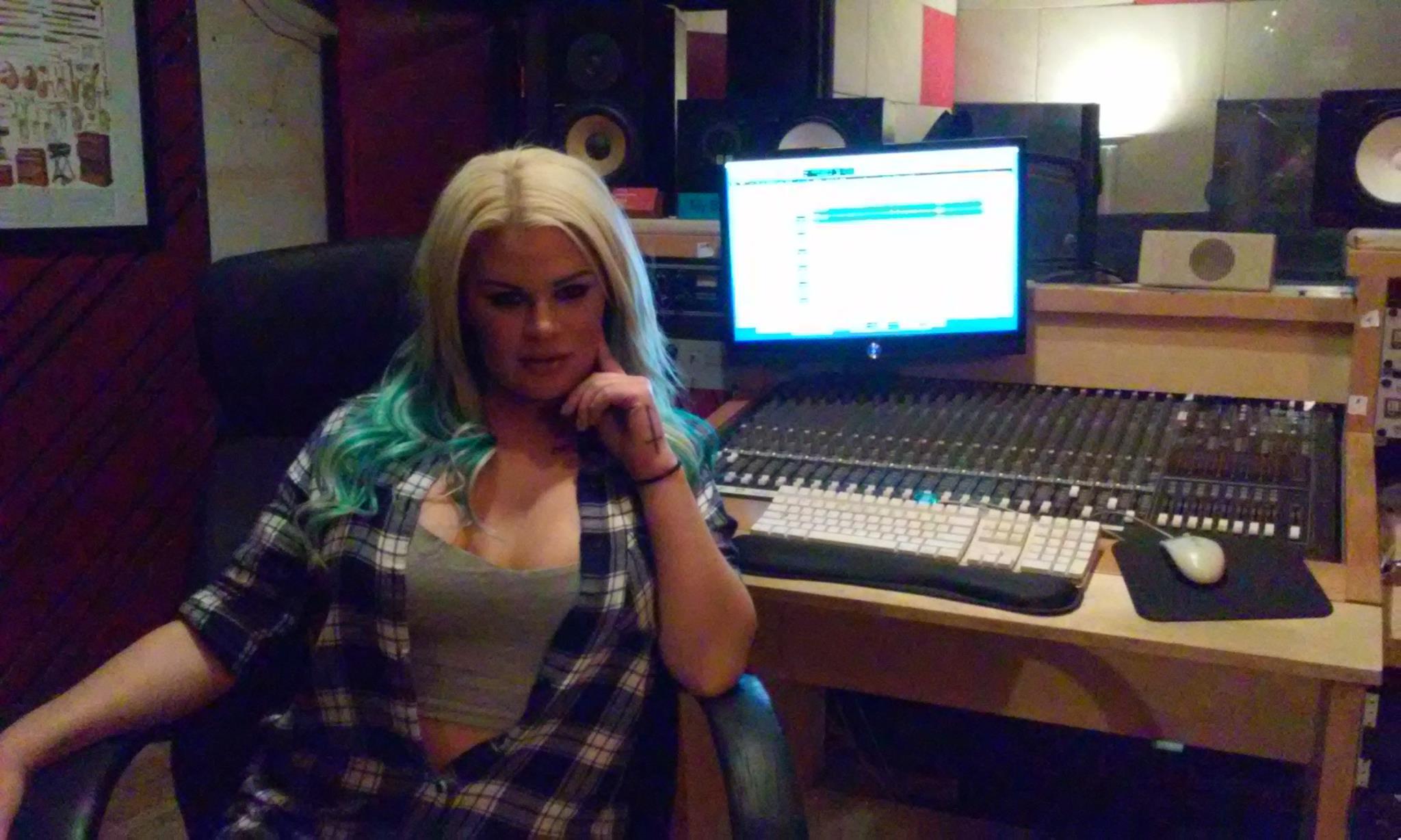 chloegoins-studio