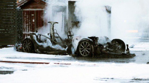 tesla model s burning norway
