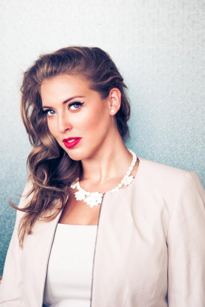 Nikki Goldstein 3