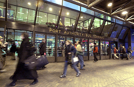 20001212TF 2/x   Commuters walk at a rapid pace during the evening rush hour at Port Authority Bus Terminal in NYC on Dec. 12, 2000.  TIM FARRELL / THE STAR-LEDGER