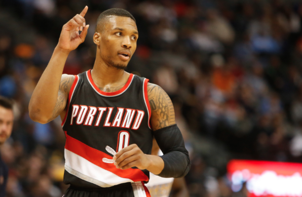 The 26-year old son of father (?) and mother Gina Johnson, 191 cm tall Damian Lillard in 2017 photo
