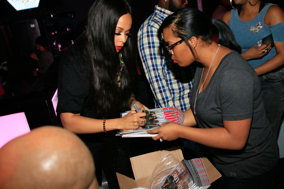 chrisette-signing-source