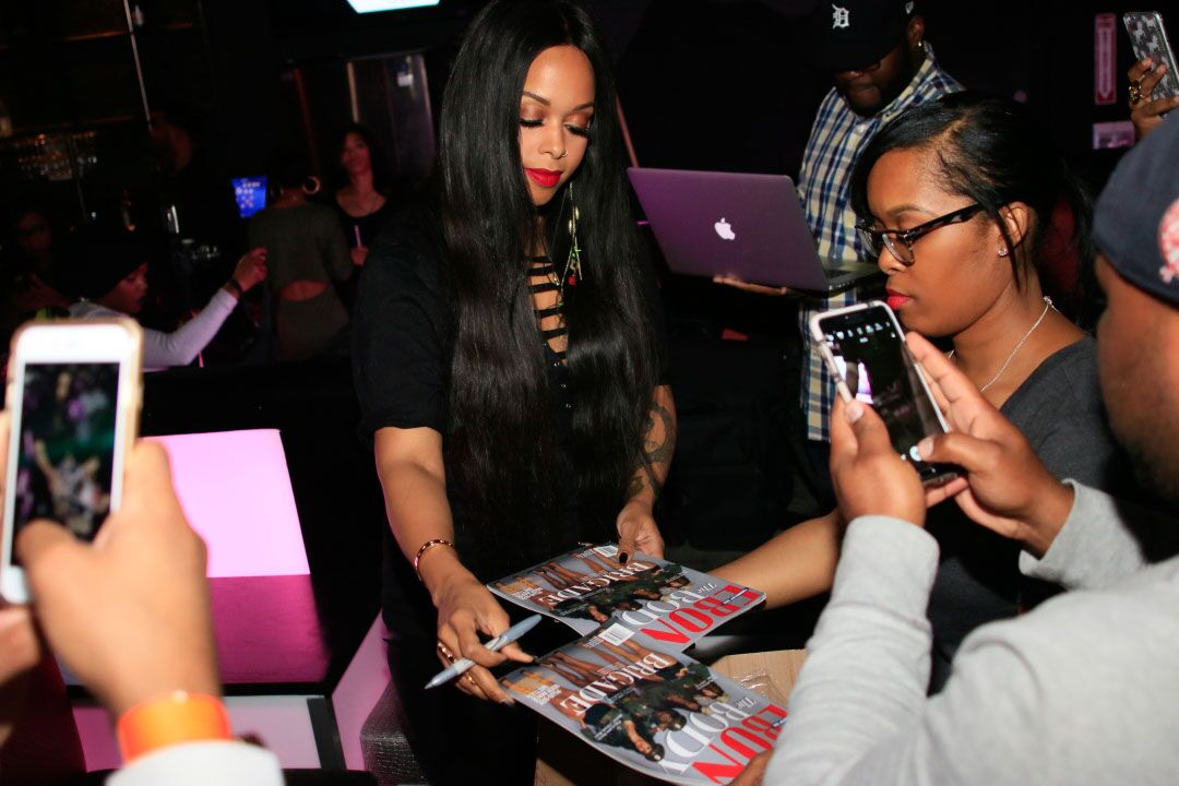 chrisette-signing1-source
