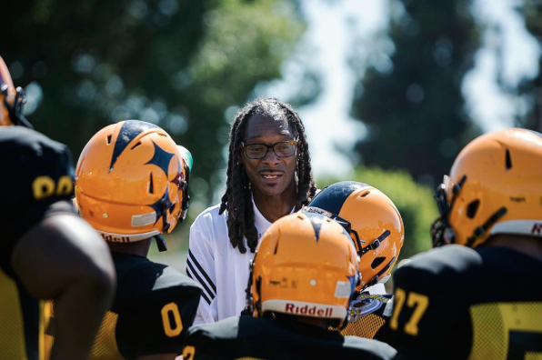 The Source Coaching Chronicles Snoop Dogg Brings Football To Inner City L A Kids For T V Show