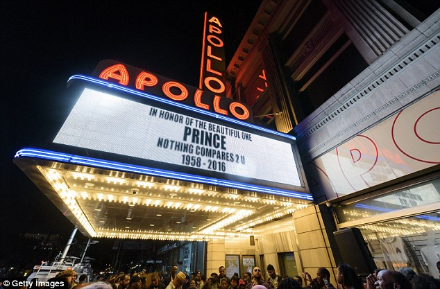 CCC  People gather outside of the Apollo Theater to mourn and celebra a