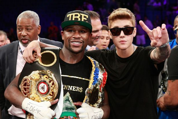 Floyd Mayweather Jr and singer Justin Bieber celebrate Mayweathers victory