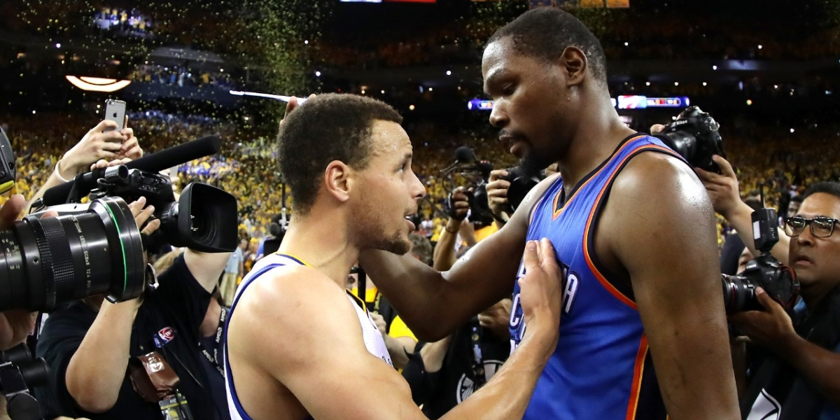 sports stephen curry kevin durant hug