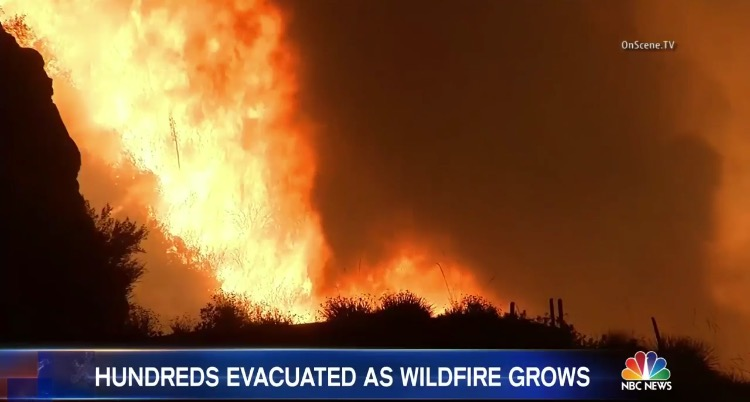 Evacuation Ordred to Hundreds of Homes Due to Los Angeles Wild Brushfire