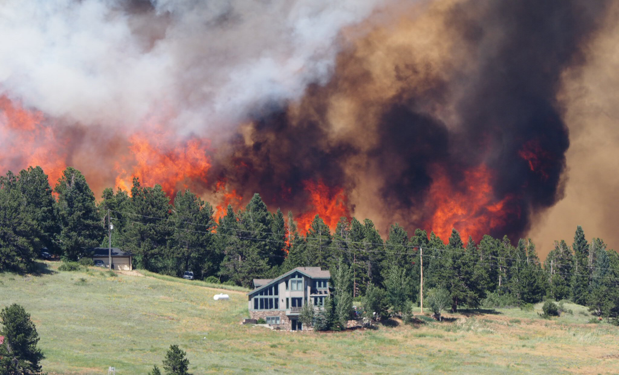 Colorado Wildfires Spread To 330 Acres 1 000 Residents