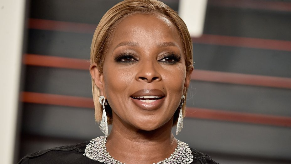 Mary J. Blige gets the 411 on Hillary Clinton in sit-down interview