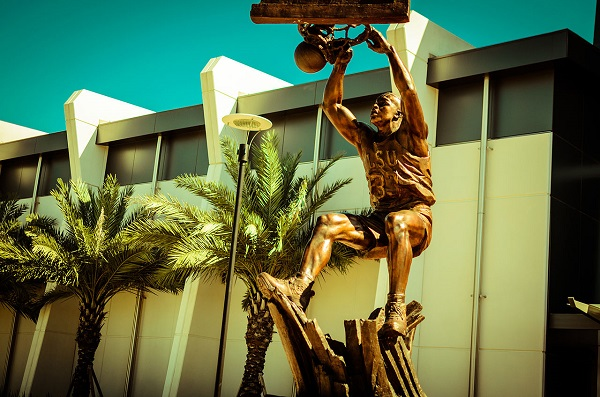 Shaq Statue