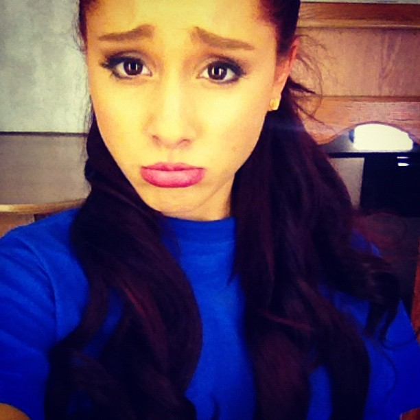 ariana grande twitter sad face blue shirt cmLF