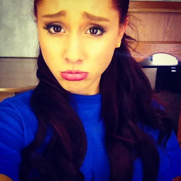 ariana_grande_twitter_sad_face_blue_shirt_6cm48lf