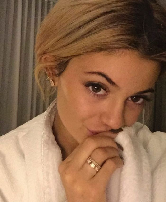 092915-B-Real-No-Makeup-Kylie-Jenner