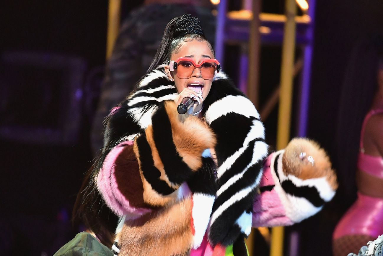 "Cardi B History: Cardi B's ""Bodak Yellow"" Makes History For Female Rappers"