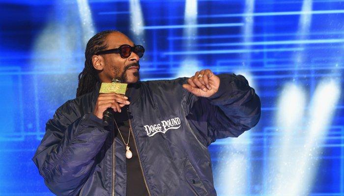 "Chris Brown & O.T. Genasis Help Snoop Dogg Make America Crip Again in ""3's Company"""