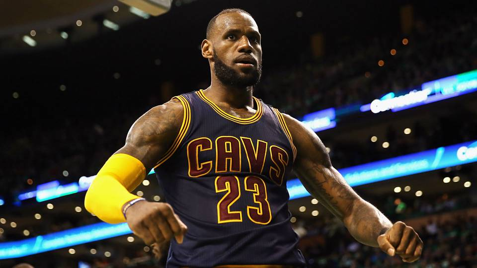 LeBron James Doesn't Want to Pay for Data Roaming Even if he's Rich