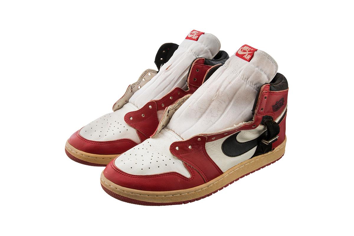 game-worn-air-jordan-1-auction-02