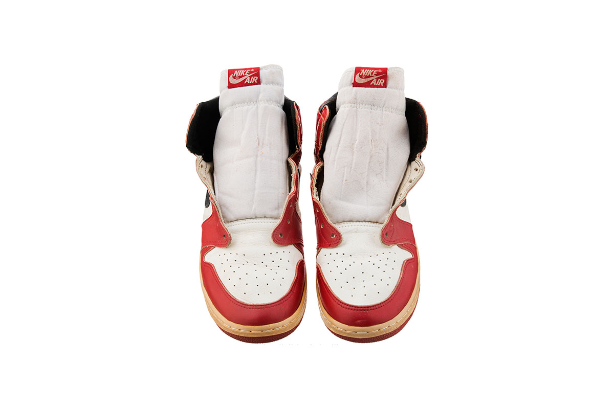 game-worn-air-jordan-1-auction-03