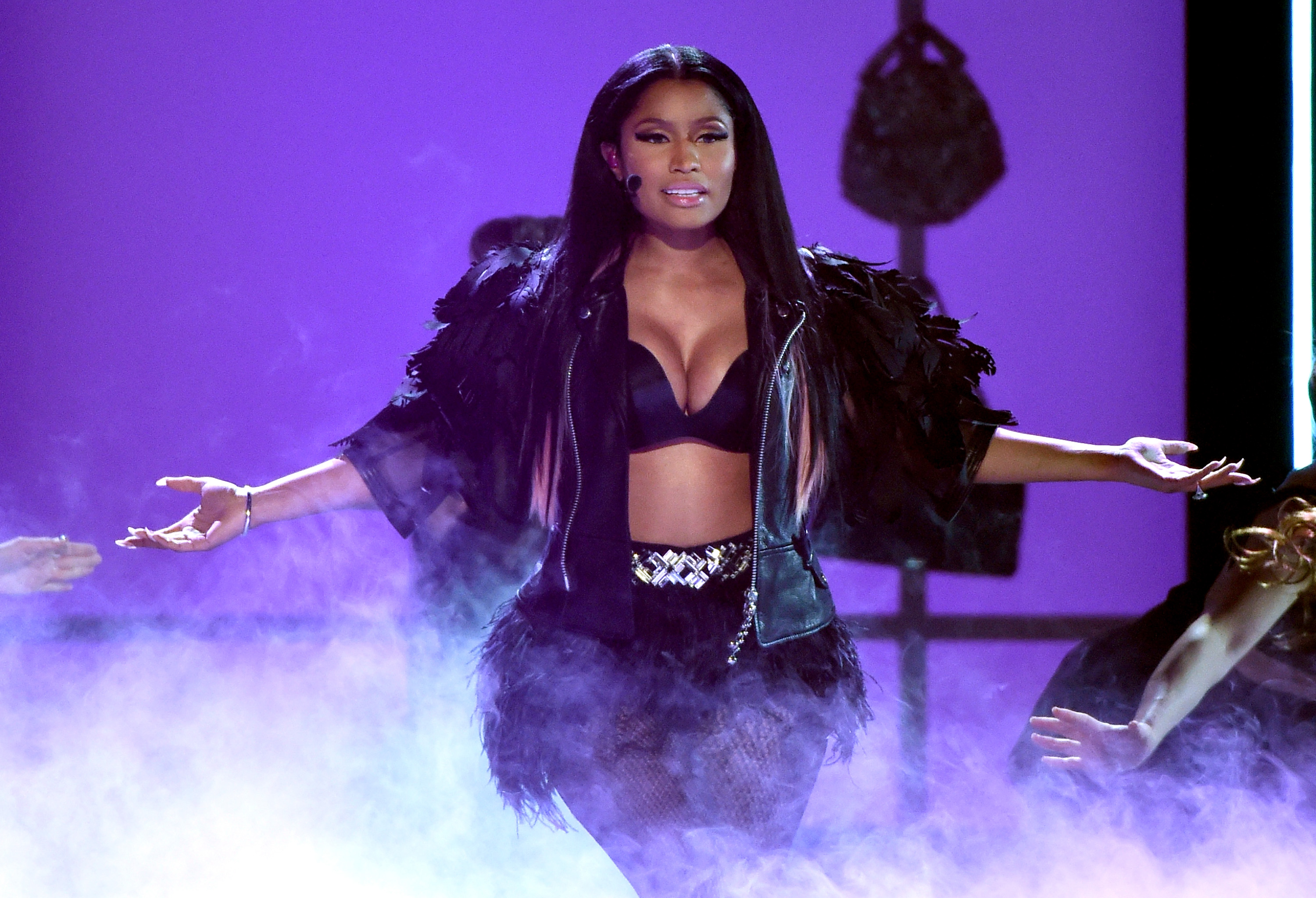 """Nicki Minaj Gives Fans an Ultimatum: """"Y'all Want the Album or the Baby?"""""""