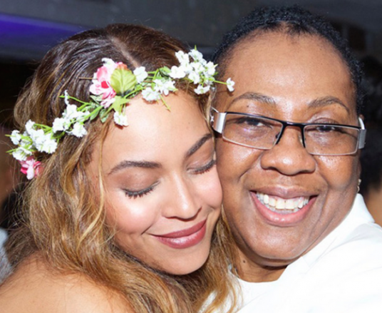 Beyonce and Gloria Carter are Honorees at 2018 Wearable Art Gala for The Waco Theatre