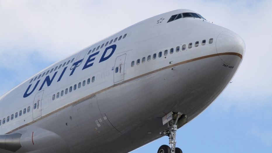 United Airlines Forced Landing In Alaska Because Of Feces Smearing Passenger