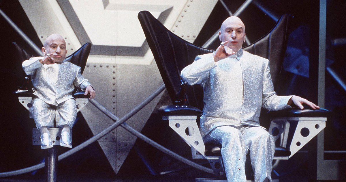 Mike Myers Mourns Death of 'Austin Powers' Star Verne Troyer