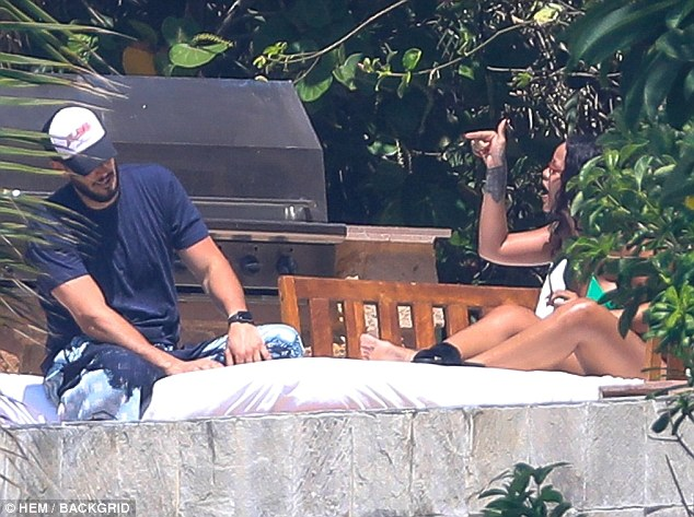 Rihanna Was Spotted Having a Heated Discussion With Boyfriend