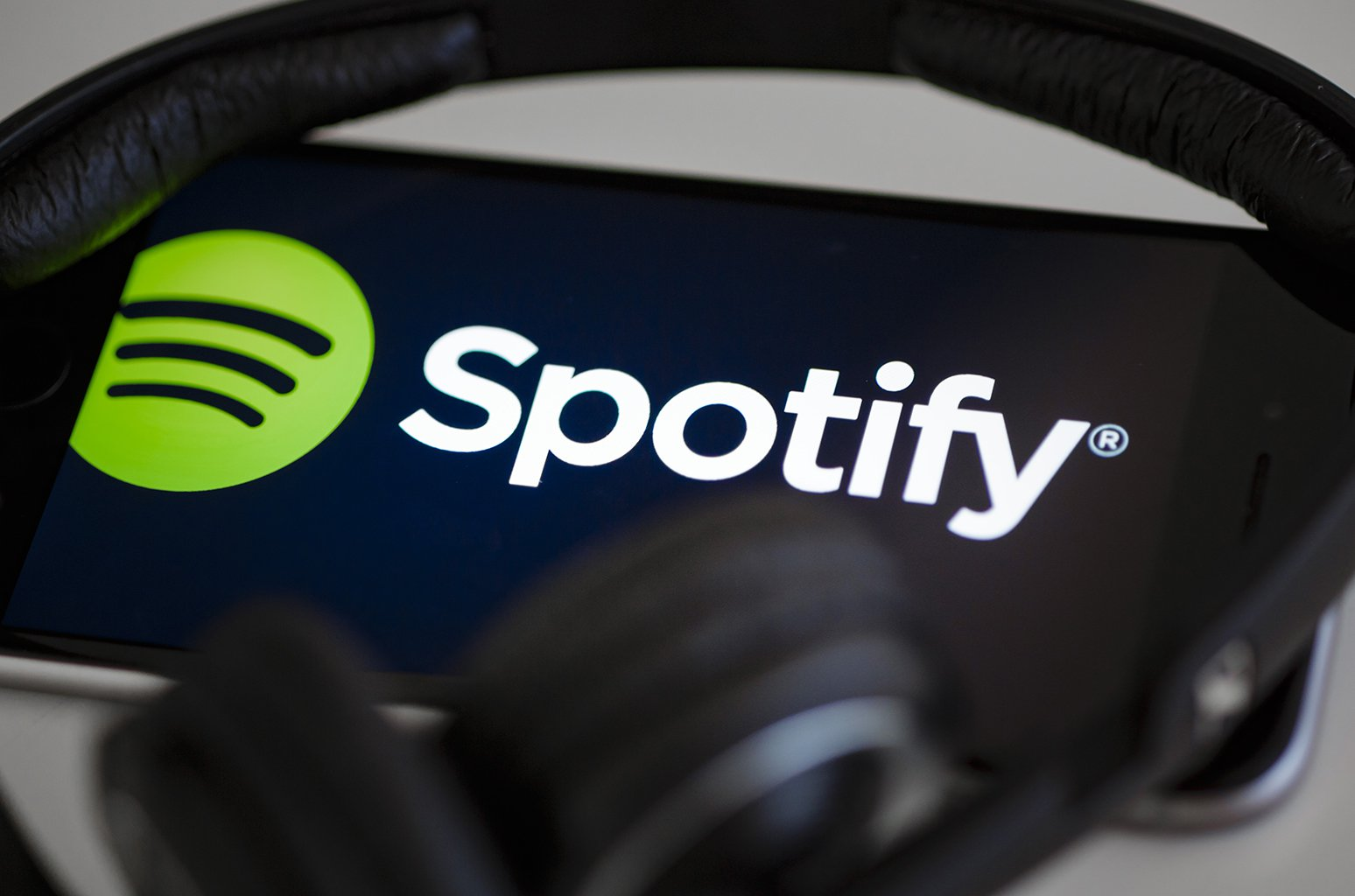 spotify adds new beta feature allowing independent artist to submit music for featured playlists