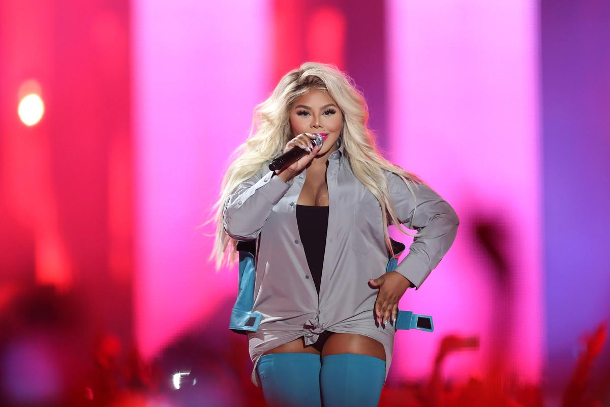 Lil Kim's 'Hard Core' and 'Notorious K.I .M' Are Re-Charting Amid Nicki Minaj's 'Queen' Release