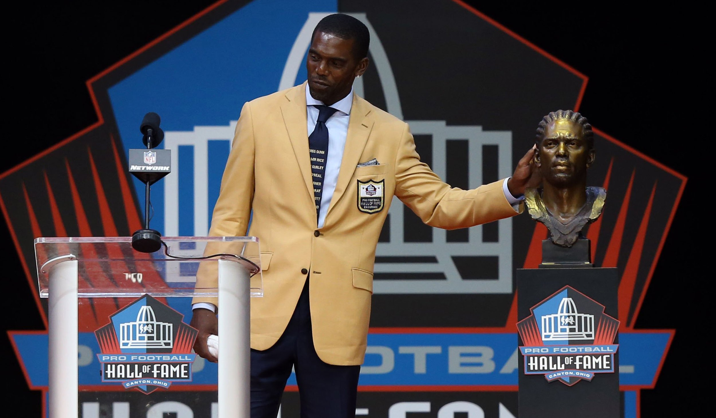 Randy Moss Uses His Tie to Honor Police Brutality Victims During Hall of Fame Induction